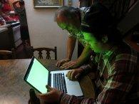 mężczyźni przy komputerze